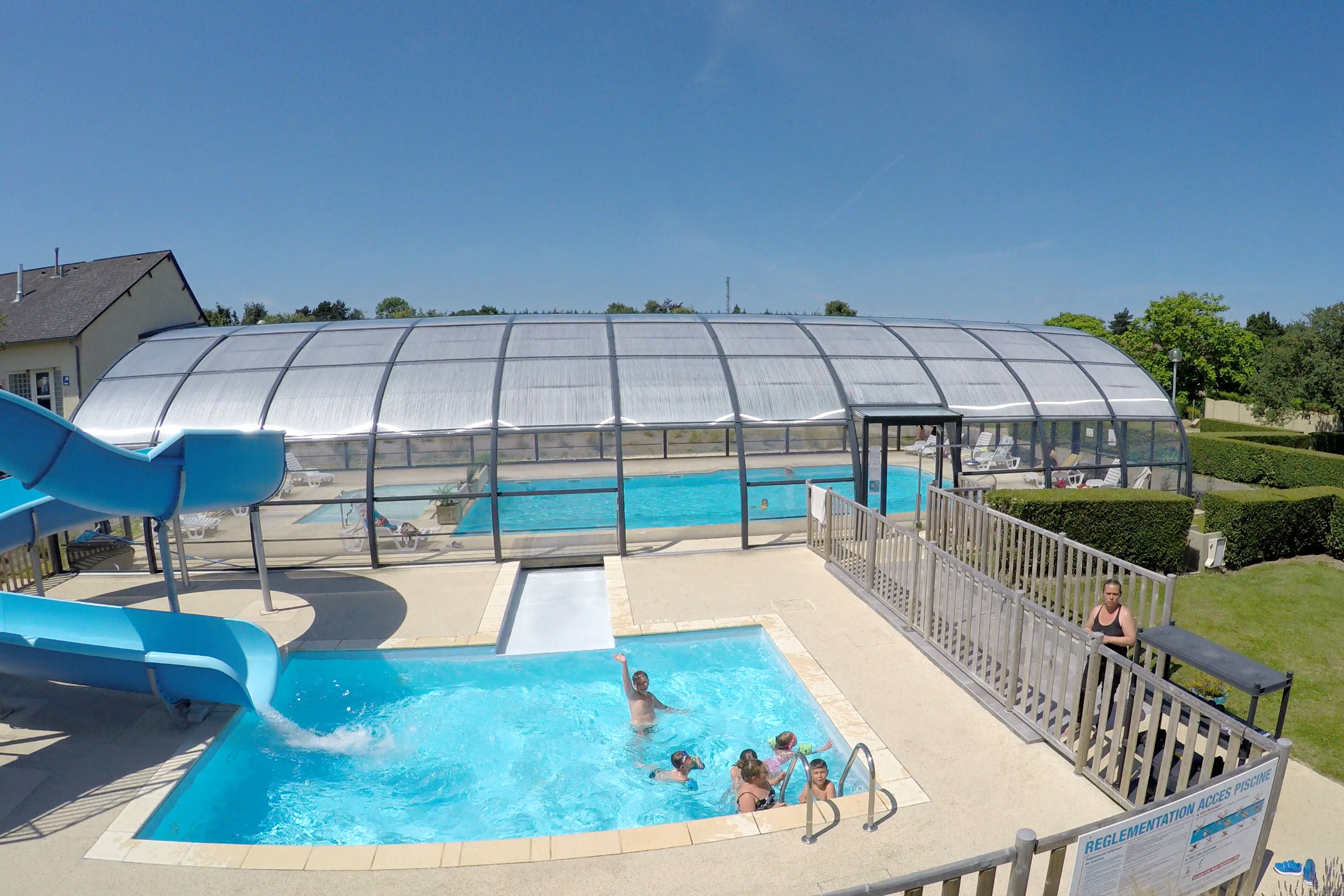 Perfect HEATED INDOOR SWIMMING POOL. Piscine Espace Aquatique Camping Etennemare