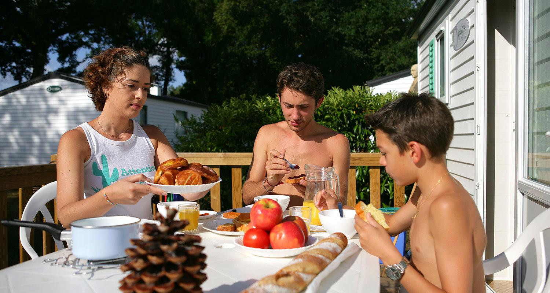famille-mobile-home-camping-seasonova