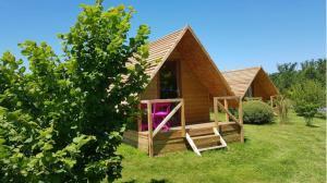 petite cabane pour les amoureux tout en bois