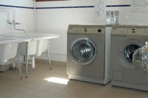 Laverie avec machines à jetons