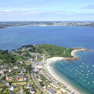 Camping 7 iles. Camping 3 étoiles avec pisicine couverte et chauffée en accès direct à la mer à Trélévern dans les Côtes d'Armor