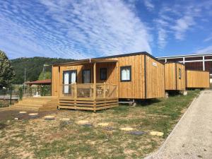 cottages en bois avec terrasse