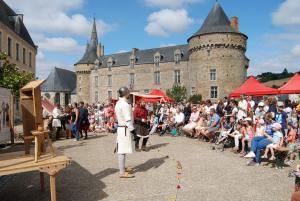 animation médiévale au château de Sillé